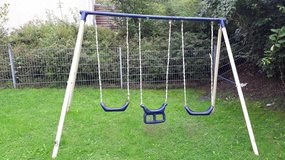 Kids 3 Seat Swing Set in Grafenwoehr, GE