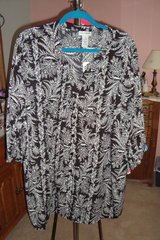 Black & White Blouse  sz3X NWT in Naperville, Illinois