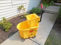 Rubbermaid Wave Brake Mop Bucket Wringer Heavy Duty Brand New!!! in Plainfield, Illinois