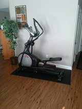PROFORM Endurance 720e Elliptical Machine - in home 3 year warranty REDUCED in Camp Lejeune, North Carolina