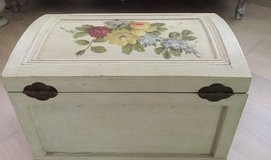 Shabby Chic Wooden Trunk  Hand painted in Ramstein, Germany