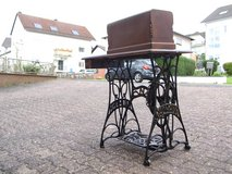 Antique Sewing Machine with Cast Iron Base. in Wiesbaden, GE