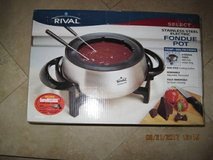 (NEW) RIVAL - Electric Stainless Steel Fondue Pot - FD325S in Vacaville, California