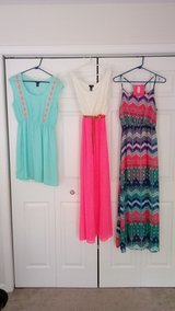 Dress lot sz large in Fort Leonard Wood, Missouri
