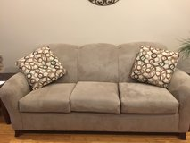 Almost new couch in Fort Leonard Wood, Missouri