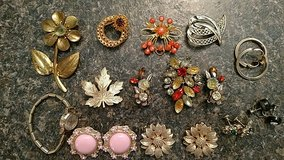 Vintage Jewelry Collection in Fort Leonard Wood, Missouri