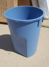 Trash / Garbage Can - Rubbermaid in Schaumburg, Illinois