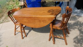 Drop leaf table and two chairs 2 leafs 4x4 in Fort Riley, Kansas
