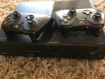 Xbox 1 500gb with 2 controllers in Oceanside, California