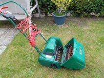 REDUCED Qualcast Electric Classic 30 Lawnmower and Scarifier in Lakenheath, UK