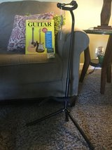 New guitar stand with book and 12 pics in Yorkville, Illinois