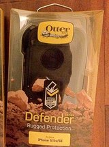 Otterbox Defender case iPhone 5/5s/5SE Black in Yorkville, Illinois