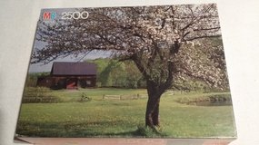 MB Puzzle - Barn & Apple Tree - Vermont - 1988 in Glendale Heights, Illinois