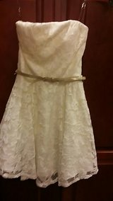 Beautiful cream lace homecoming or prom dress  size small in Byron, Georgia