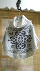 Girls Osh Kosh Sweater Poncho Size 5 in St. Charles, Illinois