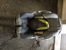 baby trend infant car seat in Fort Lewis, Washington