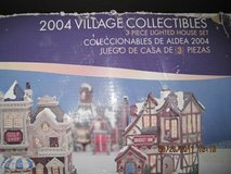 Holiday Time 2004 Village Collectibles 3 Piece Set in Travis AFB, California