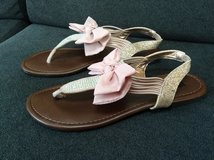 Material Girl Women's Swan Flat Thong Sandals with sparkles size 8.5 in Westmont, Illinois