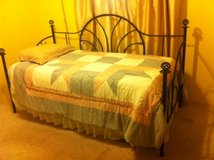 Day Bed (Mattress & Bedding Included) in Alamogordo, New Mexico