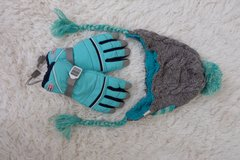 Knitted bonnet and snow gloves (Women) in Okinawa, Japan