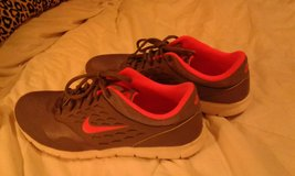 womens nikes size 9 1/2 in Hopkinsville, Kentucky