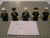 5 Lego Police Minifigs Group 162 in Sandwich, Illinois