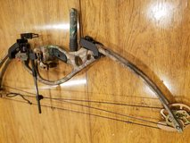 Hoyt ZR200 Compound Bow in Elgin, Illinois