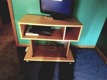 small tv stand thing in Fort Leonard Wood, Missouri