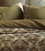 Luxury Bedding by Eastern Accents- Umbridge Design- King Size...Excellent Condition! JUST REDUCE... in Chicago, Illinois