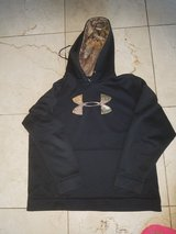 Under armour  storm sweat shirt in Travis AFB, California