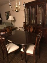 Table & Chairs in Schaumburg, Illinois