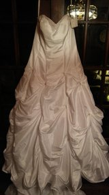 ladies white formal wedding dress with long train in Columbus, Ohio