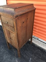 Antique Qtr Oak Victorla Record Cabinet in Cherry Point, North Carolina