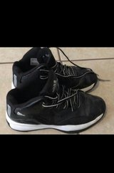 Boys adidas shoes size 5 1/2 in Fort Bliss, Texas