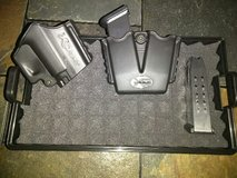 Springfield XD Holster, Double Magazine Clip & 2 Clips(13RND) in Fort Campbell, Kentucky