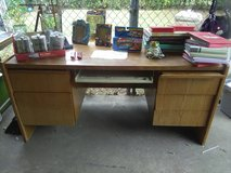 6 draw oak desk in Lawton, Oklahoma