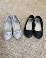 Girls Dress Shoes/Flats Size 2 Silver Black in Naperville, Illinois