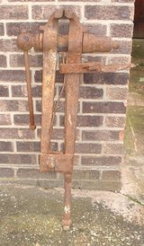 VINTAGE BLACKSMITHS POLE VISE in Lakenheath, UK