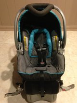 Baby Trend Flex Loc Infant Car Seat with Base in Schaumburg, Illinois