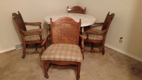 Table with 4 chairs in Schaumburg, Illinois