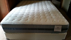 Qween mattress with box spring in Lawton, Oklahoma