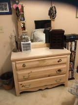 5 piece bedroom set in St. Charles, Illinois