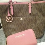 Micheal kors purse & wallet 100% Authentic in Lawton, Oklahoma