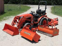 Kubota B2301 HSD 4WD Tractor w/Attachments in Oklahoma City, Oklahoma