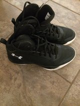Boys' Under Armour Basketball Shoes sz 5.5 in Clarksville, Tennessee