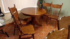 Table w/4 chairs in Fort Lewis, Washington