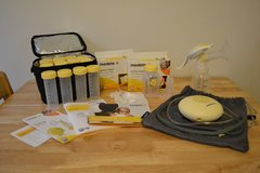Medela Swing and Manual Pump w/ accessories in Fort Leonard Wood, Missouri