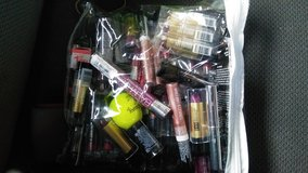 Tons of New lipsticks and glosses..name brand stuff and items..over 372.00 dollars worth of stuff.. in Bowling Green, Kentucky