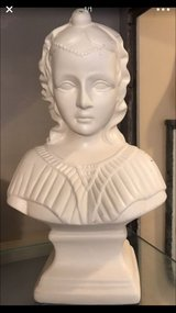 Vintage Lady Statue Ceramic in Dover, Tennessee