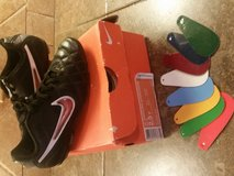 Soccer cleats NIKE w/interchangable colors--2.5Y in Baytown, Texas